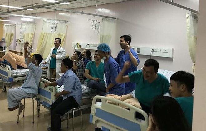 Trận chung kết và những hình ảnh xúc động từ bệnh viện: Cụ ông phẫu thuật não, thở máy vẫn cố xem! - Ảnh 6.