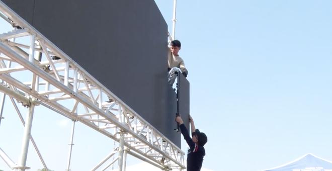 Lắp hàng loạt màn hình cỡ lớn ở Nghệ An và Hà Tĩnh để cổ vũ U22 Việt Nam - Ảnh 11.
