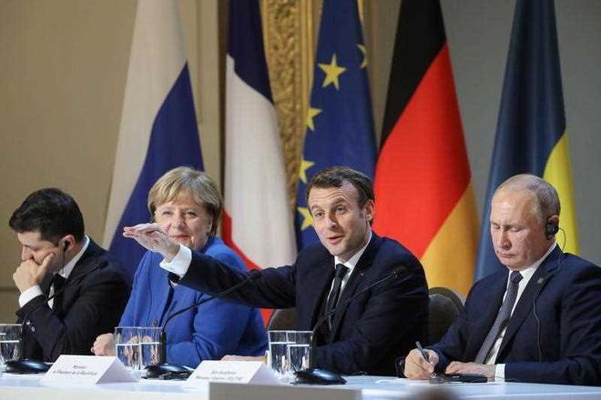 Cuộc gặp lịch sử của 2 TT Nga-Ukraine: Bất ngờ về phản ứng trái ngược của các ông Putin-Zelensky - Ảnh 1.