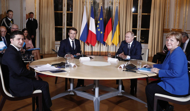 Không bắt tay công khai, né giao tiếp bằng mắt: Cuộc gặp ngượng ngùng chưa từng thấy của ông Putin? - Ảnh 1.