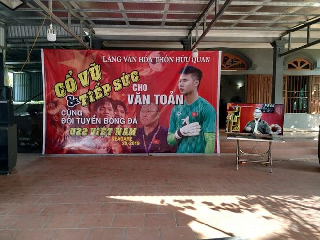 Gia đình thủ môn Văn Toản dựng rạp, làm cỗ chờ đón tin thắng trận của U22 Việt Nam - Ảnh 1.