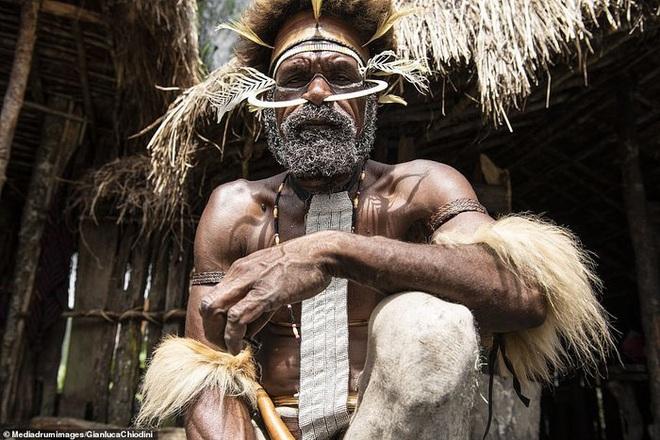 Những hủ tục kì lạ và đáng sợ của Dani - bộ tộc ăn thịt người trong truyền thuyết - Ảnh 2.
