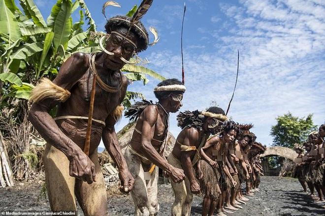Những hủ tục kì lạ và đáng sợ của Dani - bộ tộc ăn thịt người trong truyền thuyết - Ảnh 11.