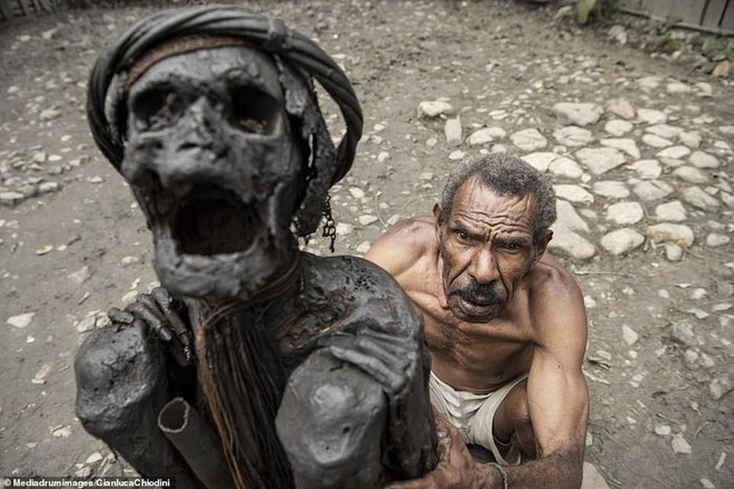 Những hủ tục kì lạ và đáng sợ của Dani - bộ tộc ăn thịt người trong truyền thuyết - Ảnh 15.