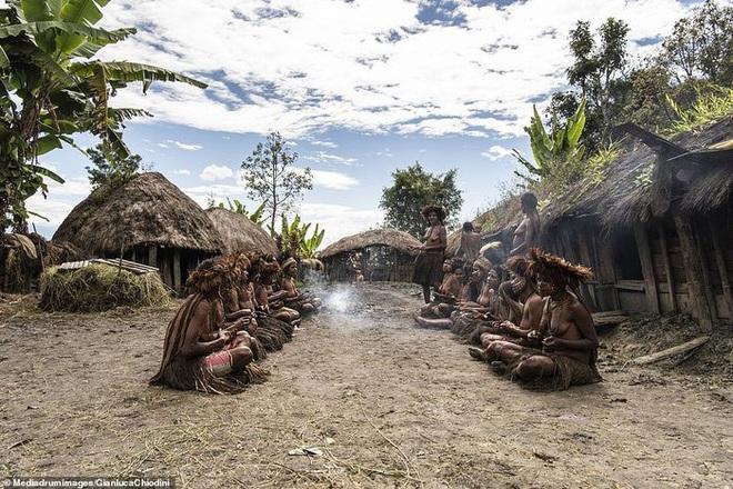 Những hủ tục kì lạ và đáng sợ của Dani - bộ tộc ăn thịt người trong truyền thuyết - Ảnh 8.