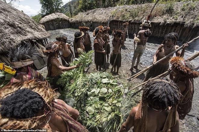 Những hủ tục kì lạ và đáng sợ của Dani - bộ tộc ăn thịt người trong truyền thuyết - Ảnh 10.