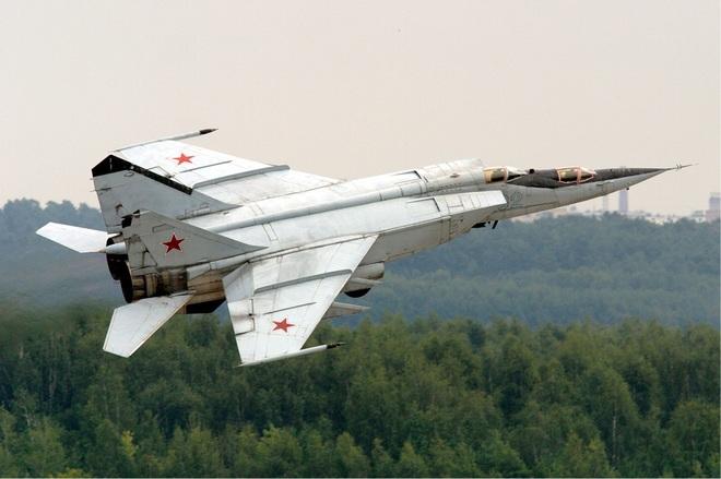 Chưa dứt Ác mộng Chiến tranh Lạnh MiG-31, NATO phải đối mặt với siêu máy bay đánh chặn? - ảnh 1