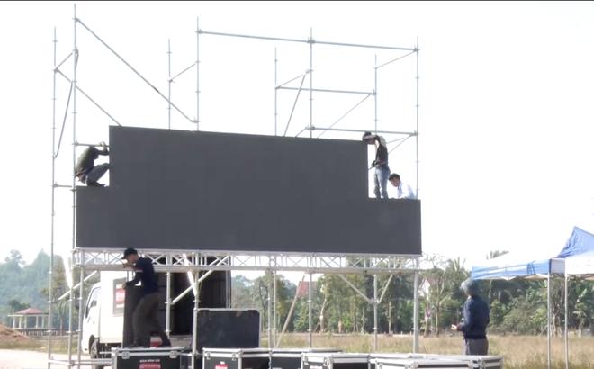 Lắp hàng loạt màn hình cỡ lớn ở Nghệ An và Hà Tĩnh để cổ vũ U22 Việt Nam - Ảnh 9.