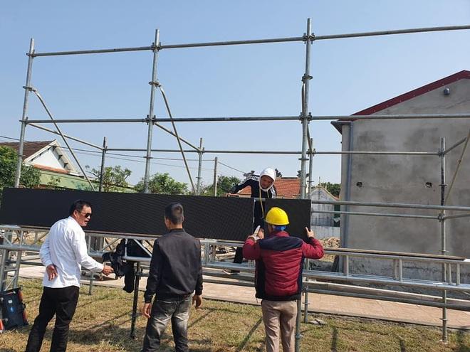 Lắp hàng loạt màn hình cỡ lớn ở Nghệ An và Hà Tĩnh để cổ vũ U22 Việt Nam - Ảnh 3.