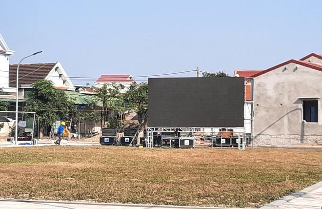 Lắp hàng loạt màn hình cỡ lớn ở Nghệ An và Hà Tĩnh để cổ vũ U22 Việt Nam - Ảnh 14.