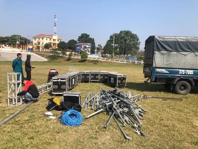 Lắp hàng loạt màn hình cỡ lớn ở Nghệ An và Hà Tĩnh để cổ vũ U22 Việt Nam - Ảnh 7.
