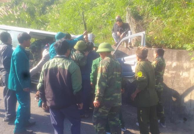 Hiện trường kinh hoàng vụ xe chở đoàn người khuyết tật đâm vào vách núi ở Nghệ An - Ảnh 14.