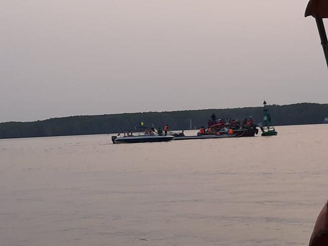 Tìm thấy 1 thi thể trong vụ 3 thợ lặn mất tích khi trục vớt tàu chìm trên sông Lòng Tàu - Ảnh 1.