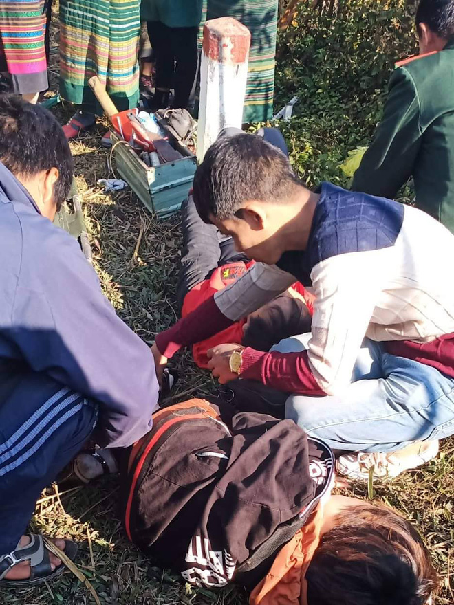 Hiện trường kinh hoàng vụ xe chở đoàn người khuyết tật đâm vào vách núi ở Nghệ An - Ảnh 8.