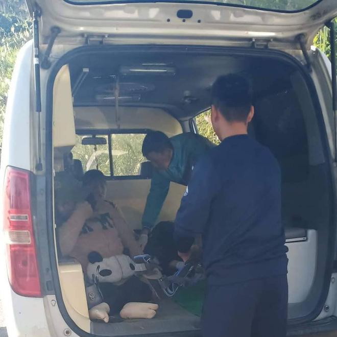Hiện trường kinh hoàng vụ xe chở đoàn người khuyết tật đâm vào vách núi ở Nghệ An - Ảnh 11.