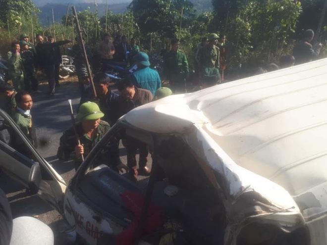 Hiện trường kinh hoàng vụ xe chở đoàn người khuyết tật đâm vào vách núi ở Nghệ An - Ảnh 12.