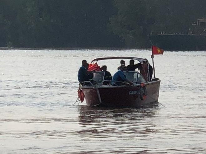 Tìm thấy 1 thi thể trong vụ 3 thợ lặn mất tích khi trục vớt tàu chìm trên sông Lòng Tàu - Ảnh 5.