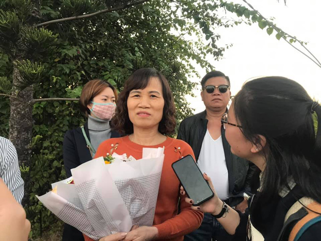 Người dân lái máy cày ra Nội Bài đón những người hùng SEA Games 30 - Ảnh 16.