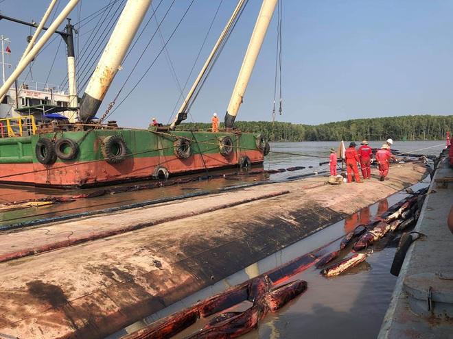Tìm thấy 1 thi thể trong vụ 3 thợ lặn mất tích khi trục vớt tàu chìm trên sông Lòng Tàu - Ảnh 7.