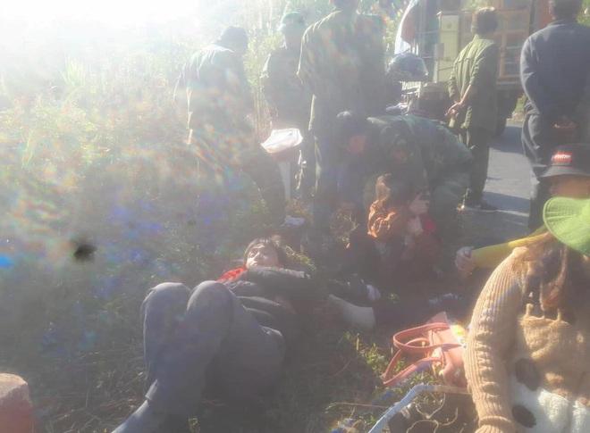 Hiện trường kinh hoàng vụ xe chở đoàn người khuyết tật đâm vào vách núi ở Nghệ An - Ảnh 13.