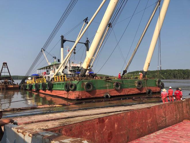 Tìm thấy 1 thi thể trong vụ 3 thợ lặn mất tích khi trục vớt tàu chìm trên sông Lòng Tàu - Ảnh 8.