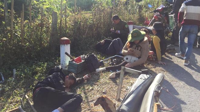 Hiện trường kinh hoàng vụ xe chở đoàn người khuyết tật đâm vào vách núi ở Nghệ An - Ảnh 9.