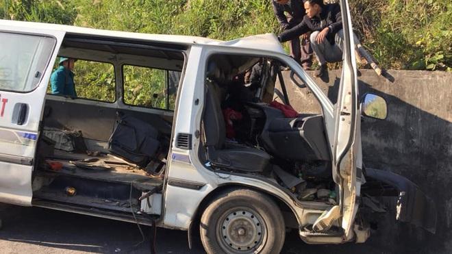 Hiện trường kinh hoàng vụ xe chở đoàn người khuyết tật đâm vào vách núi ở Nghệ An - Ảnh 4.