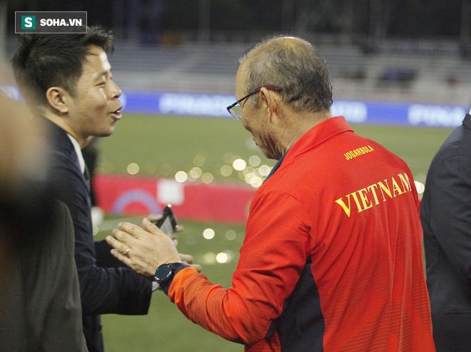 Đại diện BTC làm hòa với thầy Park sau mâu thuẫn vì tấm thẻ đỏ ở trận chung kết SEA Games - Ảnh 4.