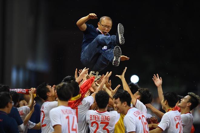 Thủ tướng: Vui lắm, toàn dân phấn khởi khi U22 Việt Nam vô địch SEA Games 30 - Ảnh 1.