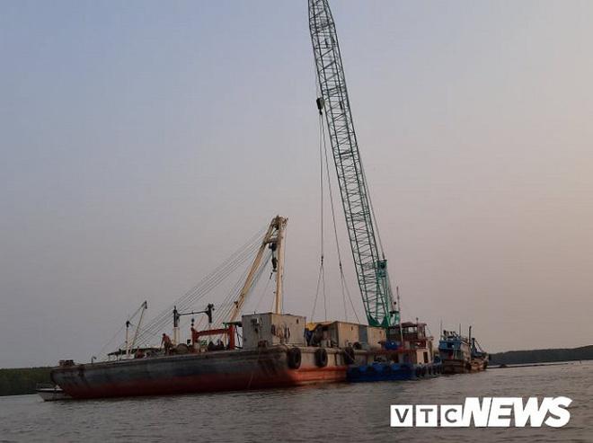 Ảnh: Cận cảnh việc tìm kiếm, cứu hộ 3 người mất tích khi vớt tàu ở Cần Giờ - Ảnh 1.