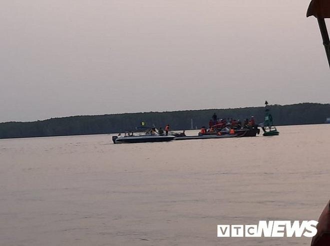 Ảnh: Cận cảnh việc tìm kiếm, cứu hộ 3 người mất tích khi vớt tàu ở Cần Giờ - Ảnh 2.