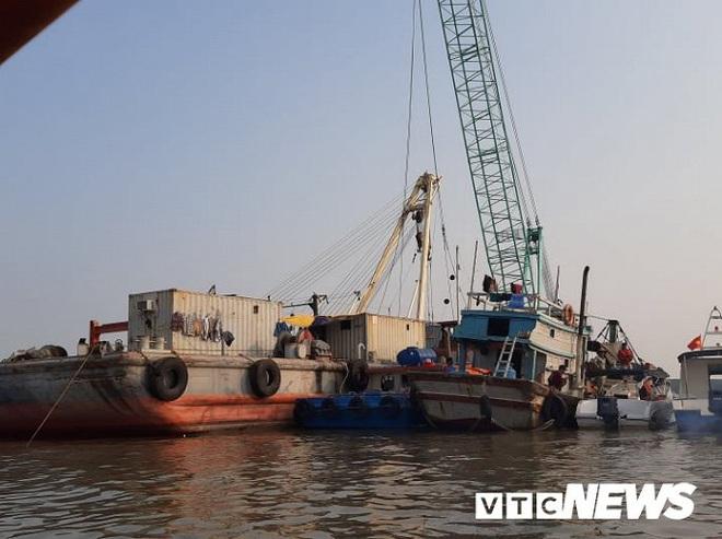 Ảnh: Cận cảnh việc tìm kiếm, cứu hộ 3 người mất tích khi vớt tàu ở Cần Giờ - Ảnh 3.