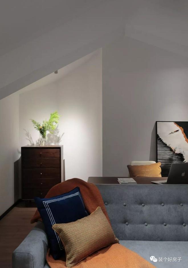 Căn hộ có gác mái đẹp cuốn hút với vẻ đơn giản, hiện đại ngỡ như biệt thự sang chảnh - Ảnh 11.