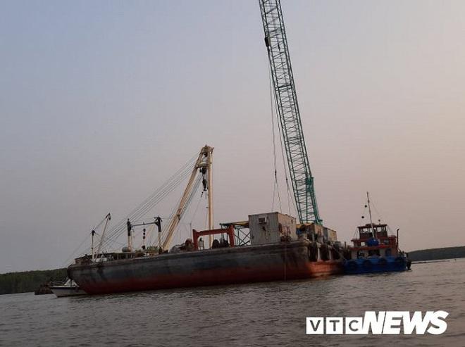 Ảnh: Cận cảnh việc tìm kiếm, cứu hộ 3 người mất tích khi vớt tàu ở Cần Giờ - Ảnh 7.