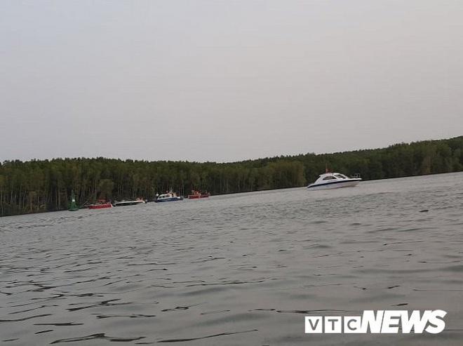 Ảnh: Cận cảnh việc tìm kiếm, cứu hộ 3 người mất tích khi vớt tàu ở Cần Giờ - Ảnh 8.