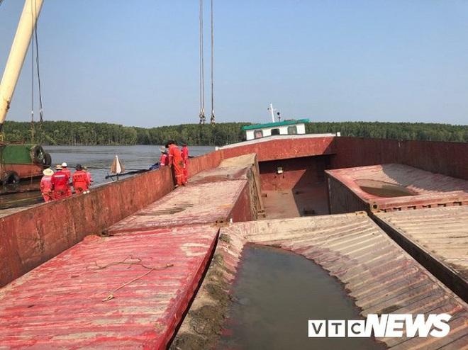Ảnh: Cận cảnh việc tìm kiếm, cứu hộ 3 người mất tích khi vớt tàu ở Cần Giờ - Ảnh 10.