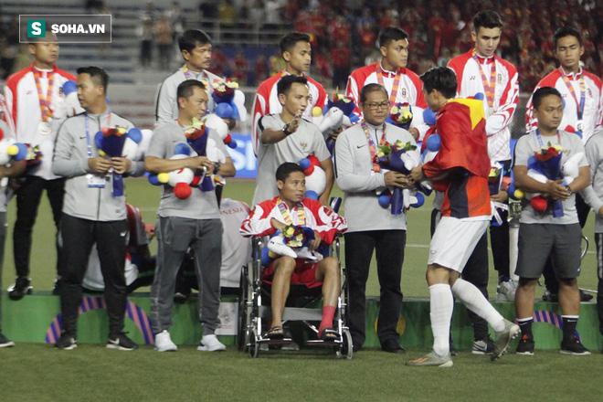 Khiến Messi Indonesia gặp chấn thương, Đoàn Văn Hậu đến tận nơi xin lỗi - Ảnh 2.