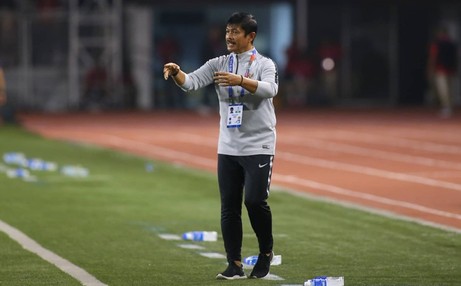 """Hết """"đánh"""" Văn Hậu, U22 Việt Nam, báo chí Indonesia quay sang """"tẩn"""" HLV đội nhà kịch liệt"""