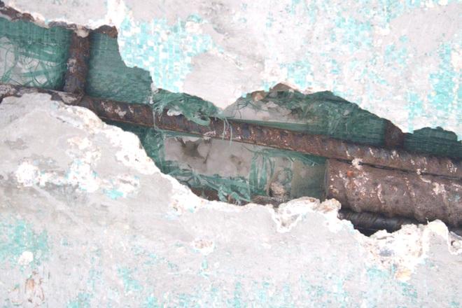 Cận cảnh lớp xốp khổng lồ trong bê tông ở cây cầu hơn 7 tỷ đồng tại Hà Tĩnh - Ảnh 10.