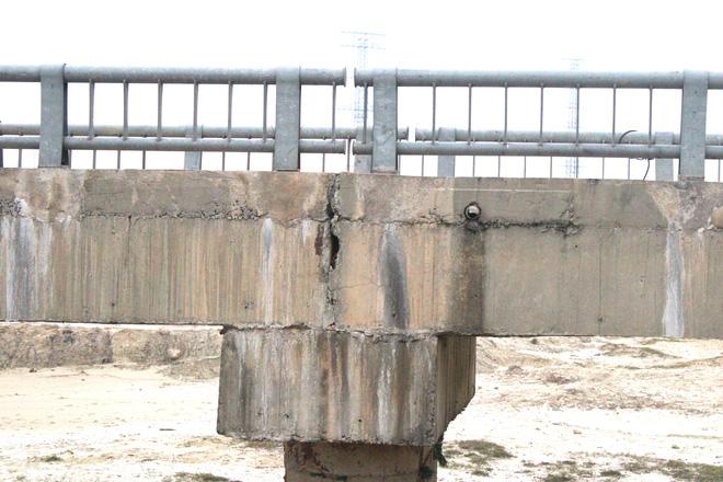 Cận cảnh lớp xốp khổng lồ trong bê tông ở cây cầu hơn 7 tỷ đồng tại Hà Tĩnh - Ảnh 13.