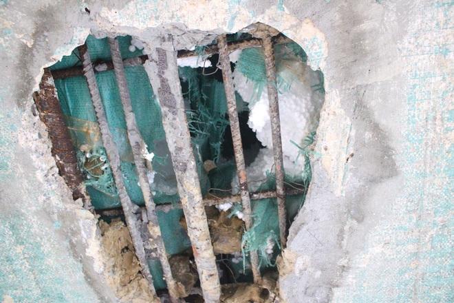 Cận cảnh lớp xốp khổng lồ trong bê tông ở cây cầu hơn 7 tỷ đồng tại Hà Tĩnh - Ảnh 6.
