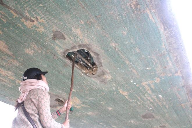 Cận cảnh lớp xốp khổng lồ trong bê tông ở cây cầu hơn 7 tỷ đồng tại Hà Tĩnh - Ảnh 9.
