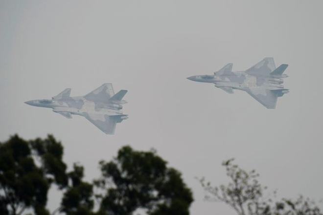 5 chiến đấu cơ đang cầu trời cho sống sót trước cuộc tấn công của F-22 - ảnh 1