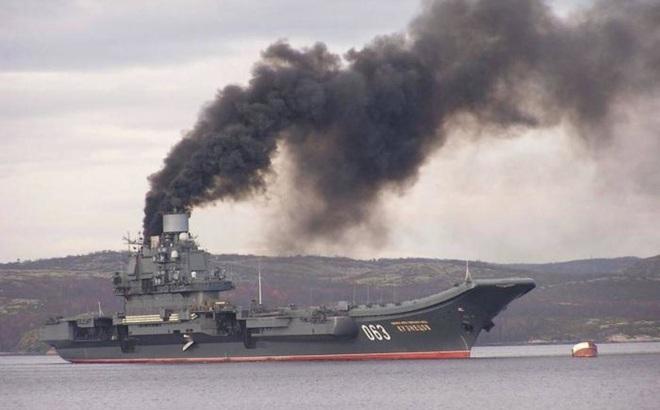 NÓNG: Tàu sân bay Kuznetsov Nga bốc cháy dữ dội - Sơ tán khẩn cấp, số thương vong tăng nhanh