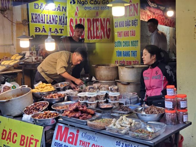 Khu chợ độc nhất Hà Nội: Mở vài tiếng bán hàng trăm cân cá kho, trời lạnh càng hút khách - Ảnh 5.