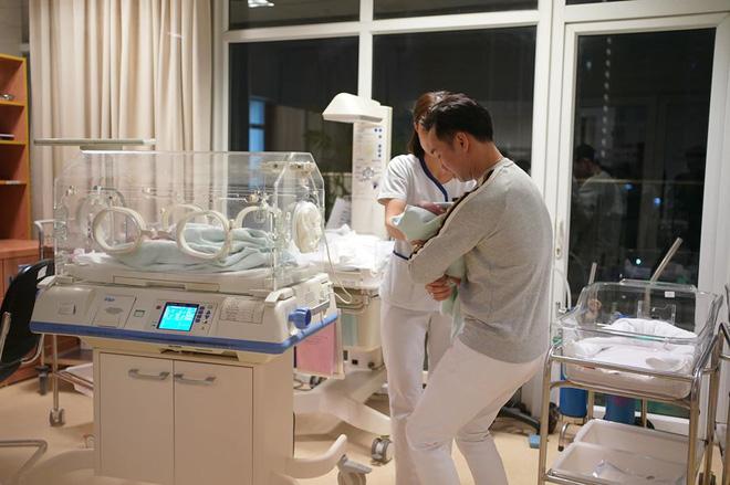 Sinh 2 con trai đúng ngày U22 Việt Nam vô địch, MC Thành Trung viết bức thư dài xúc động - Ảnh 8.