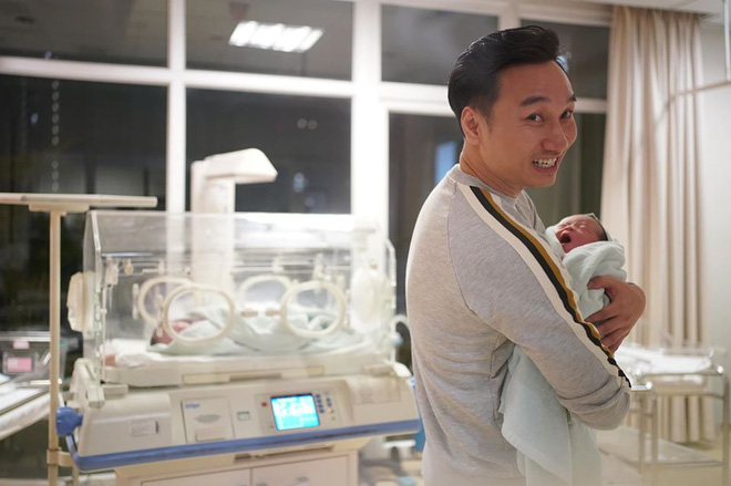 Sinh 2 con trai đúng ngày U22 Việt Nam vô địch, MC Thành Trung viết bức thư dài xúc động - Ảnh 9.