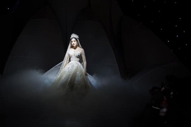 Á Hậu Huyền My lo lắng vì mặc váy cô dâu quá nhiều lần - ảnh 4