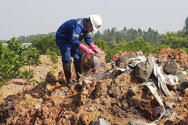 Chấn động: 11 hố chôn chất thải nguy hại chứa axit hữu cơ ở Sóc Sơn - Ảnh 2.