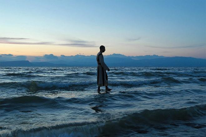 Thấy đạo sĩ đi trên mặt nước, Đức Phật nói 1 câu khiến đạo sĩ ngộ ra điều quan trọng nhất - Ảnh 1.
